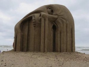 bleeding-canadian-sand-sculpture